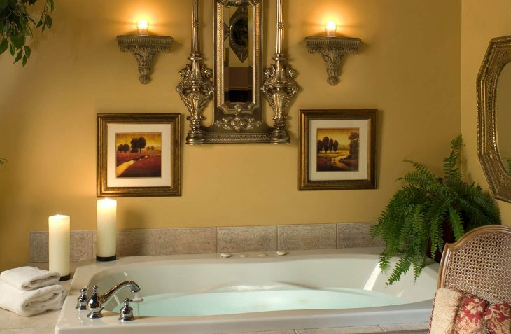Whirlpool Tub in King Arthur Suite
