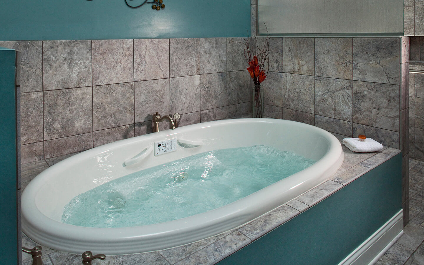 Camelot Suite spa tub