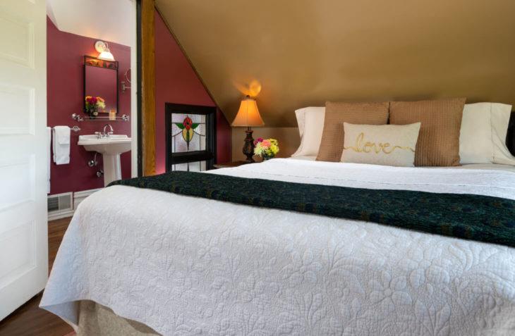 Jewel Box Room Queen Bed