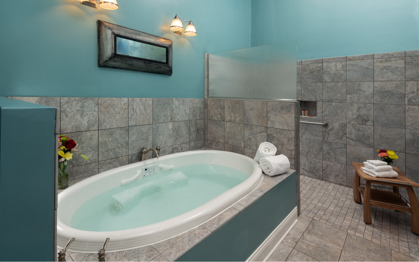 Camelot Suite Jetted Tub